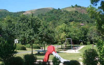Espace de jeux au camping Narbaitz